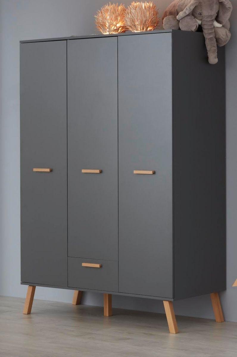 Babyzimmer Kleiderschrank Mats grau matt mit Buche massiv 130 x 190 cm